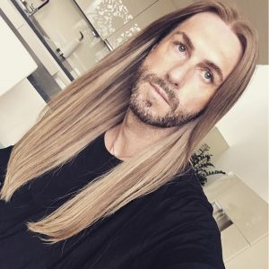 35-face-framing-straight-blondie-strands