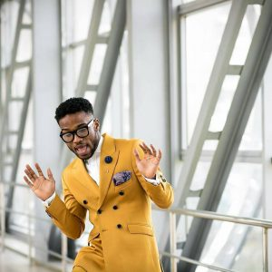 10-fashionable-yellow-suit