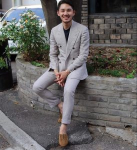 14-linen-double-breasted-suit-with-casual-shoes