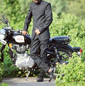 18-royal-look-in-black