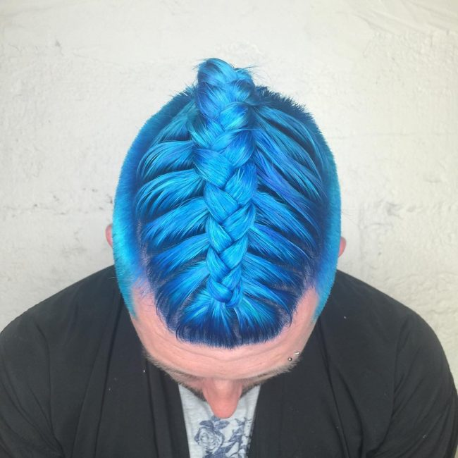 30-chic-pastel-blue-hairdo