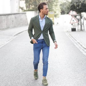 35-army-green-blazer-and-sneakers