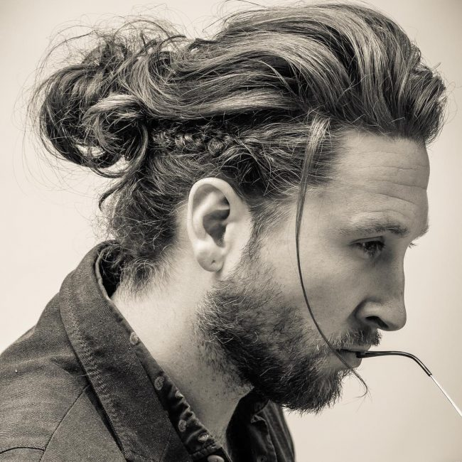 49-messy-look-with-man-bun