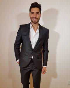 5-classy-gentleman-look-in-royal-black