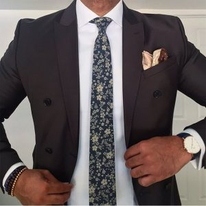 9-black-blazer-with-floral-tie