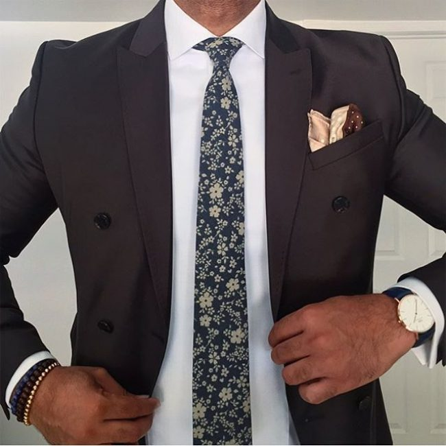 9-black-blazer-with-floral-tie