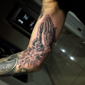 PrayingHandsTattoo13