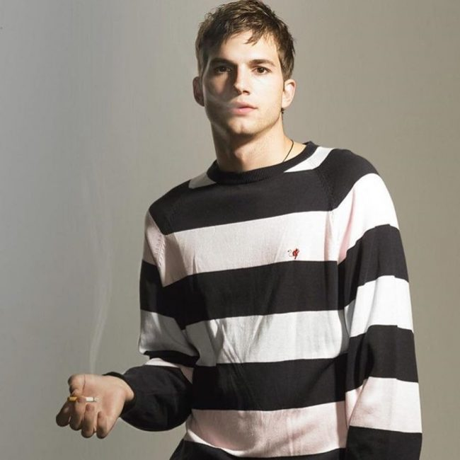 13-ashton-kutchers-out-of-the-bed-look