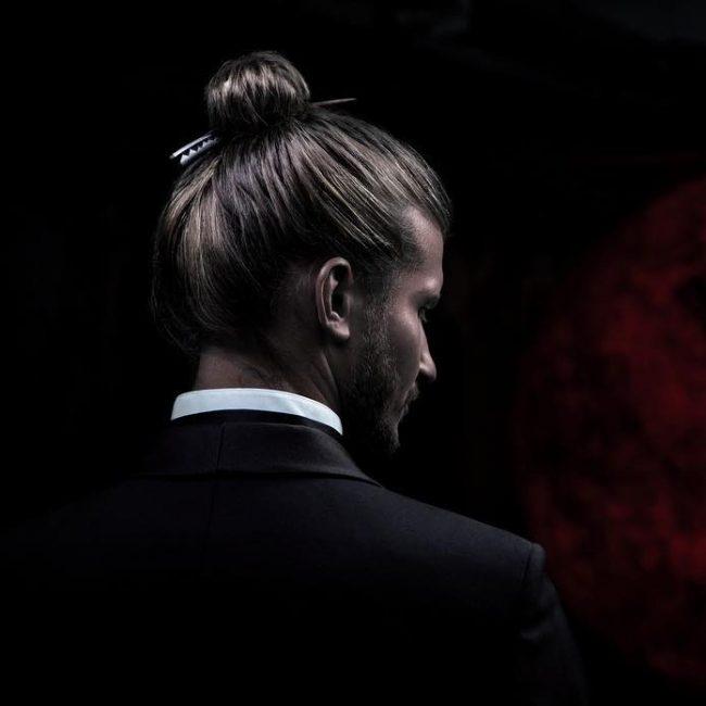 17-tight-bun-with-japanese-hair-stick