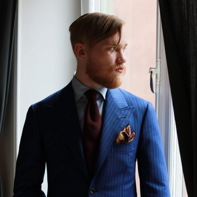 18-printed-motif-square-on-a-striped-suit