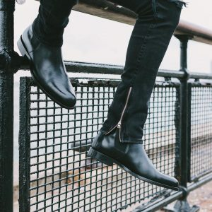 19-onyx-leather-chelsea-boots