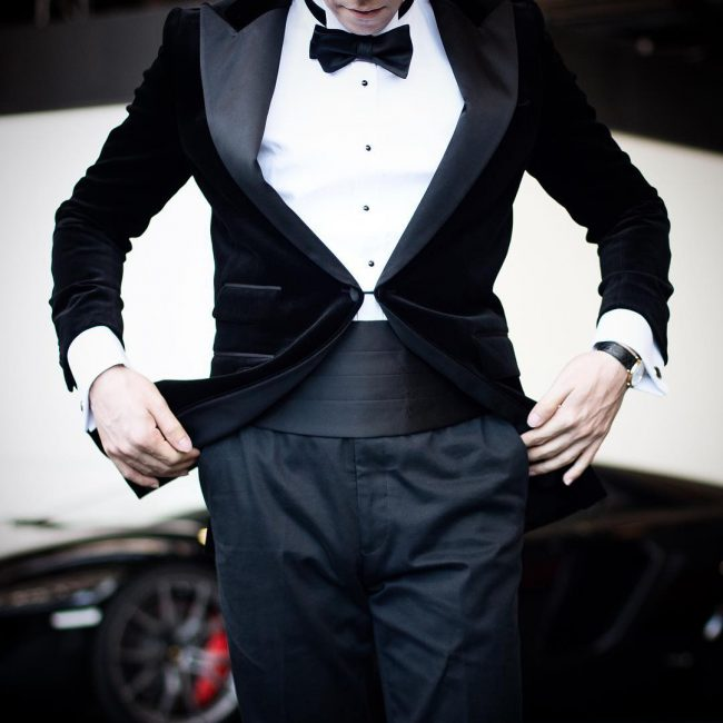 2-dinner-suit-with-black-bow-tie