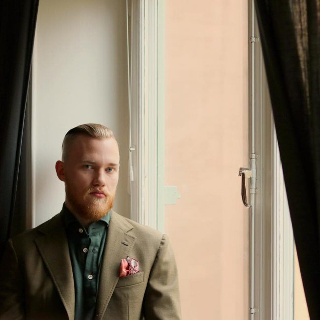 21-classy-pink-pocket-square-on-green-jacket