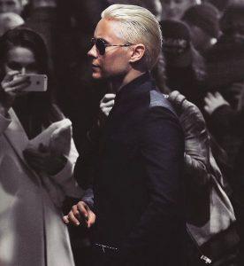 25-blondie-brush-back