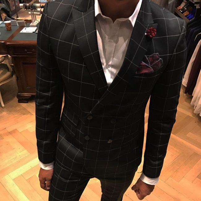29-glamorous-db-suit