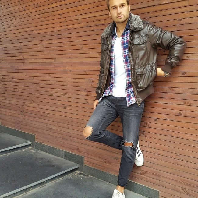 29-masculine-look-with-brown-faux-leather-jacket