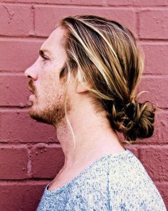 39-highlighted-low-man-bun