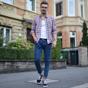 40-checkered-shirt-with-jeans