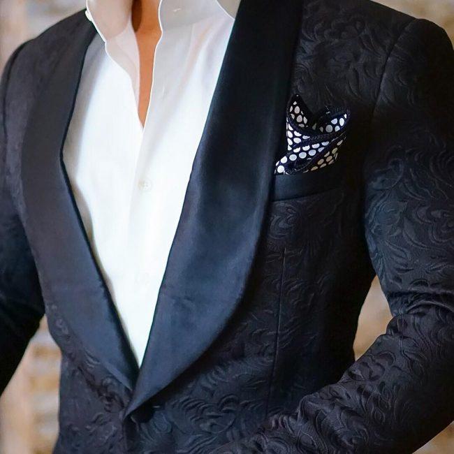 8-black-on-white-look