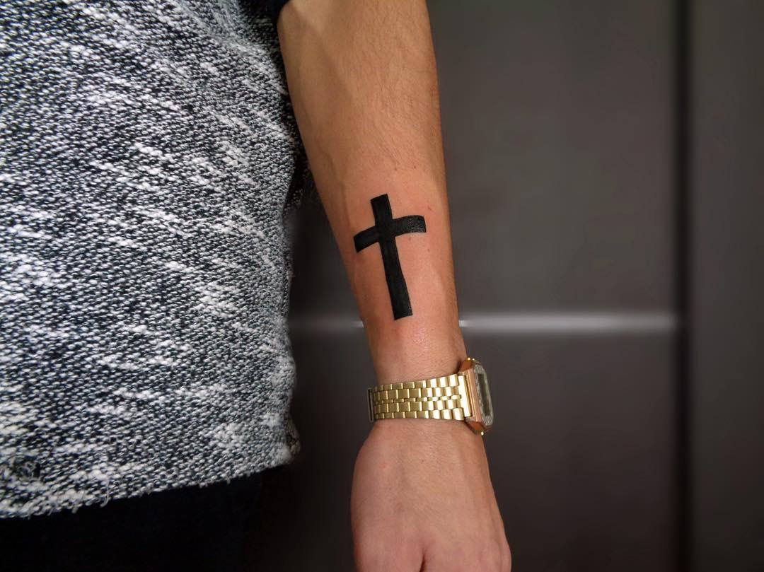 ней тату крест на пальце фото старинном