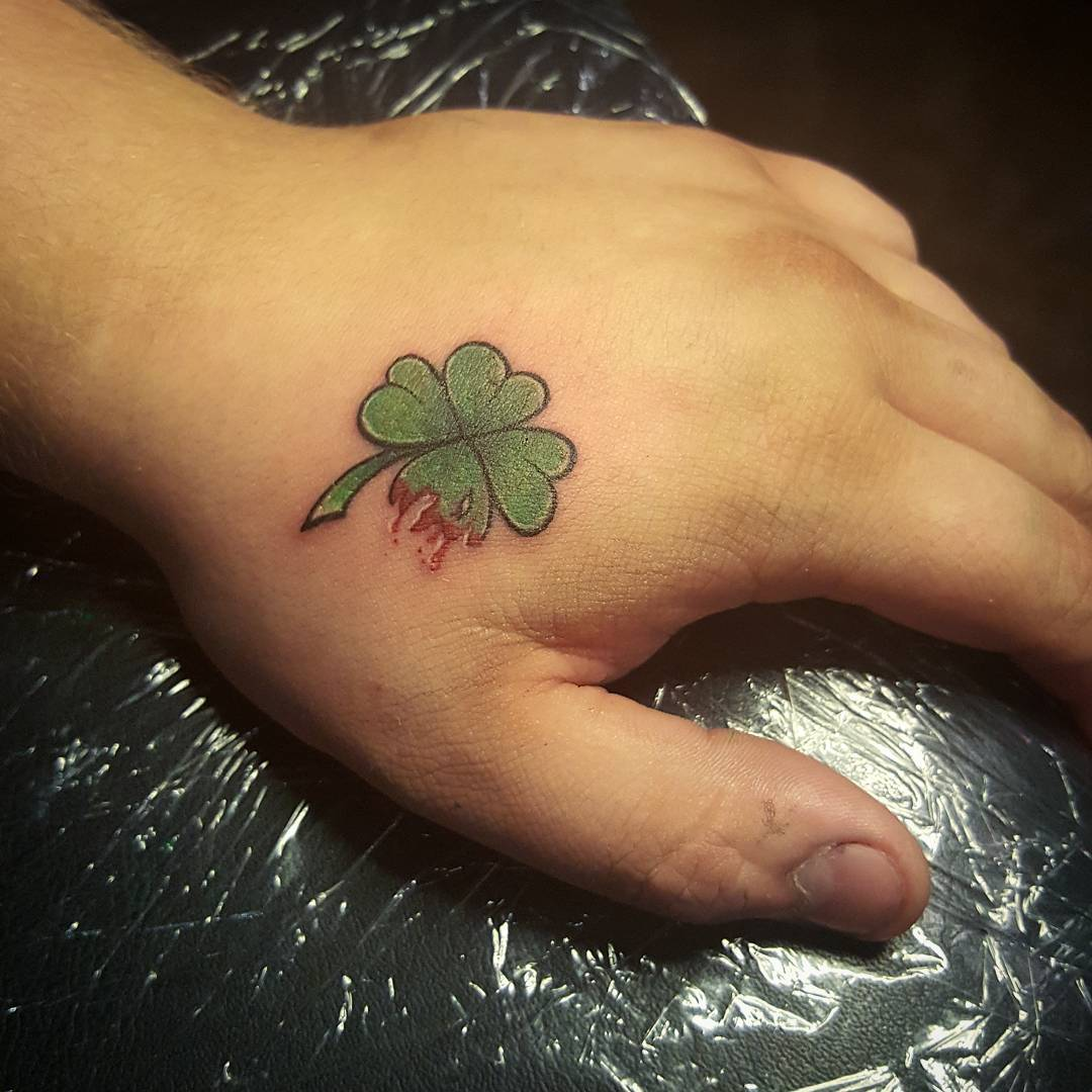 Картинки татуировки клевер четырехлистный