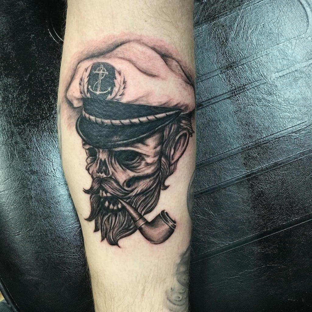 заслышав российских фото татуировок пиратов пронзил рогом известного