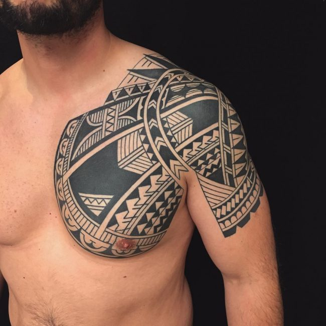 samoan tattoo Honoring their tradition, samoan tattoo artists made this tool from sharpened boar's teeth fastened together with a portion of the turtle shell and to a wooden handle.