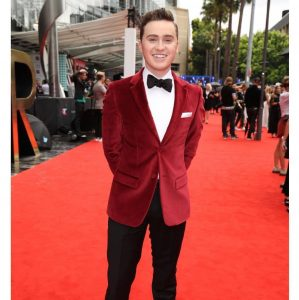 11-tie-a-clashed-red-and-black-suit