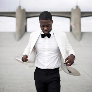 14-tie-and-a-loose-white-tuxedo-coat-clashed-with-black-trousers