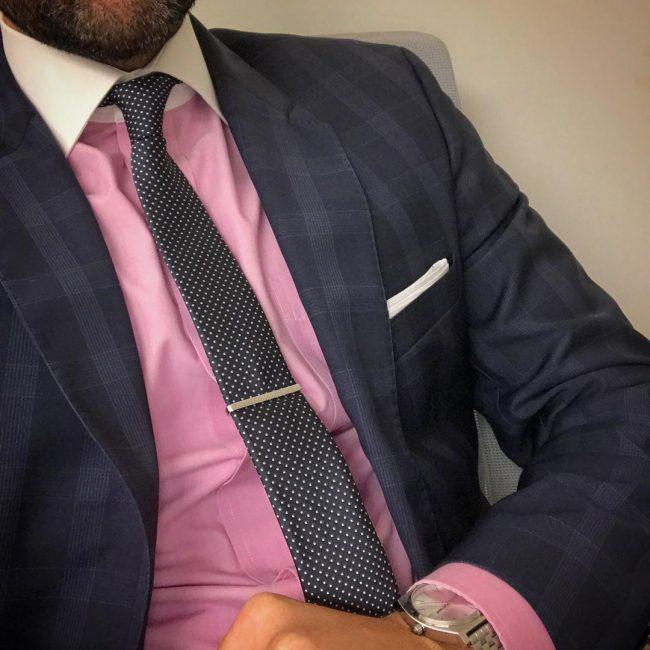17 Black Dotted Skinny Tie