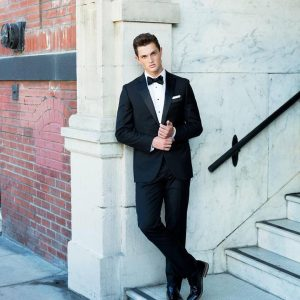 17-tie-with-a-strong-blue-suit-or-tuxedo