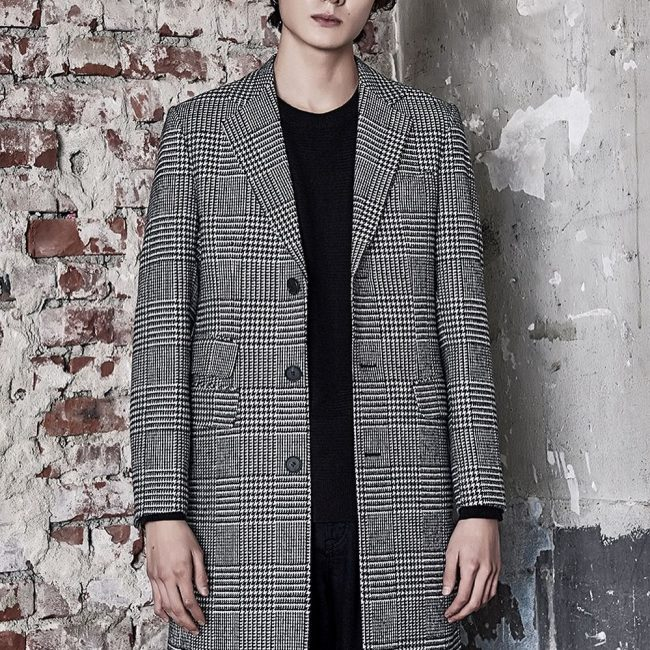 19 Checkered Long Grey Coat & Black T-Shirt