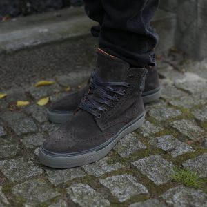 19 Grey Brogue Suede Boots & Black Jeans Pants