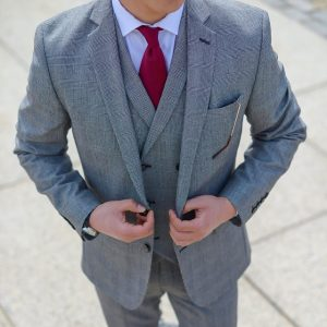21 Detailed Suit-Up