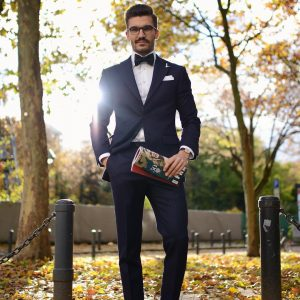 21-tie-and-a-fitting-black-suit