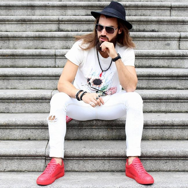 25 All White Look with Red Shoes