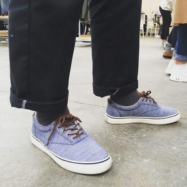 25 Baggy Trouser with Sperry Sneakers