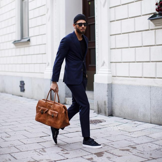 25-blue-and-black-with-brown-bag