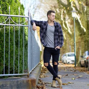 26-beige-chelsea-boot-torn-fitting-jeans