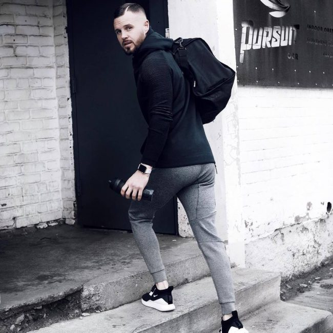 28 Grey Joggers and Fitting Black Training Pullover