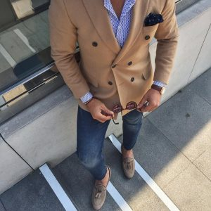3-double-breasted-coat-with-jeans-pants