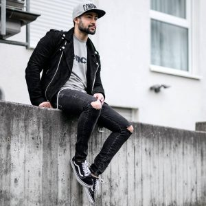31 Black Faded Skinny Jeans with a Fall Jacket