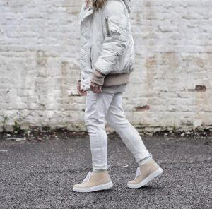 32 Dark Cream Casual Boots & Cream White Jacket