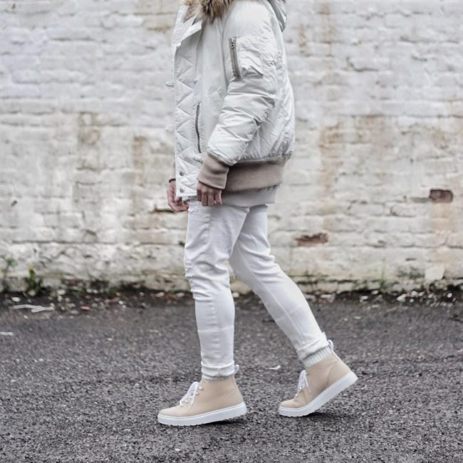 32 Dark Cream Casual Boots & Cream White Jacket