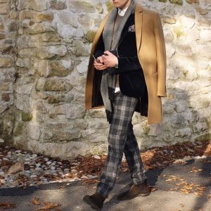 35-brown-suede-boots-checked-trousers