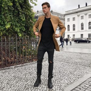 40-rugged-pants-with-brown-coat