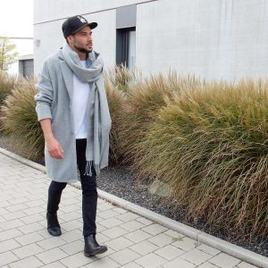 43 Black Skinny Jeans with a Mantel Coat