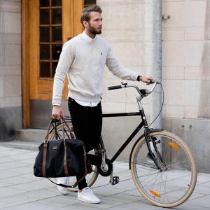 46-white-sweater-with-black-bag