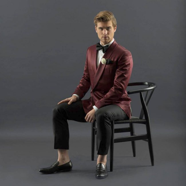 8-tie-with-a-clashed-maroon-and-black-suit