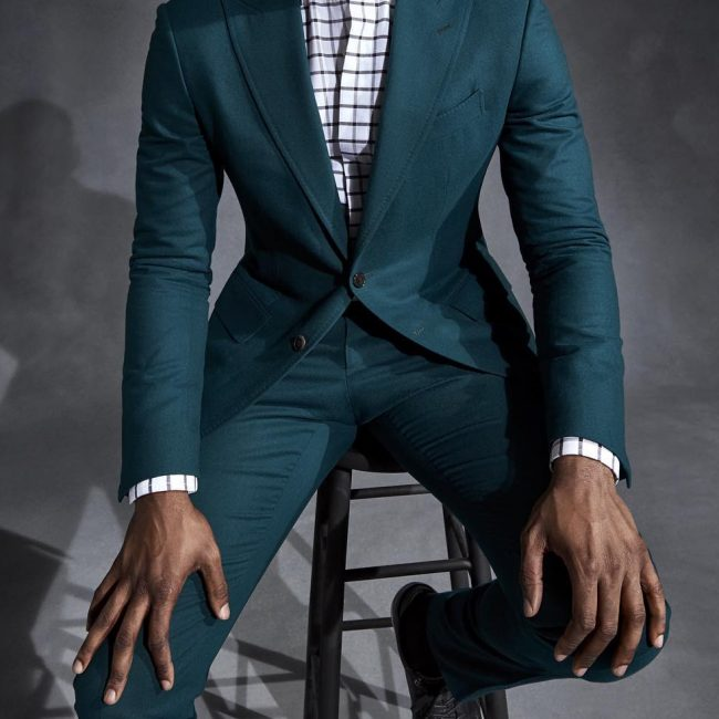 9 Green Fitting Suit & Squared Shirt